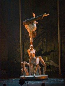 Les 7 doigts de la main présentent Traces par Angélique Lagarde dans Arts du Cirque traces09_valerie_remise_14-225x300