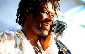 Rencontre avec les musiciens du Warm Up Show Festival par Bilguissa Diallo dans Concerts emmanuel-djob-emma-freget-300x191