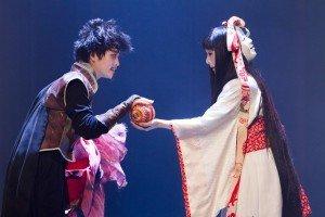 Roméo et Juliette d'après Shakespeare - Mise en scène d'Omar Porras au Théâtre 71 Malakoff par Irène Sadowska Guillon dans Marionnettes romeo-088dr-2-300x200