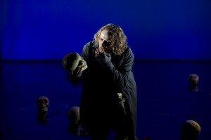 William Mesguich d'Hamlet à Mozart  dans Festival Avignon hamlet-4-300x199